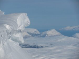Grandes acumulaciones de nieve se mire por donde se mire. Foto Tromsdaltinden Marzo 2010.