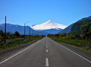 Así nos recibía el volcán Antuco y su perfecta silueta en Octubre del 2005.